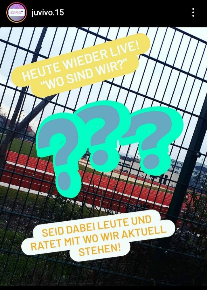 """Ein Story-Bild vom Instagram Kanal von Juvivo.15. Man sieht einen Sportplatz und die Frage """"Wo sind wir?"""""""